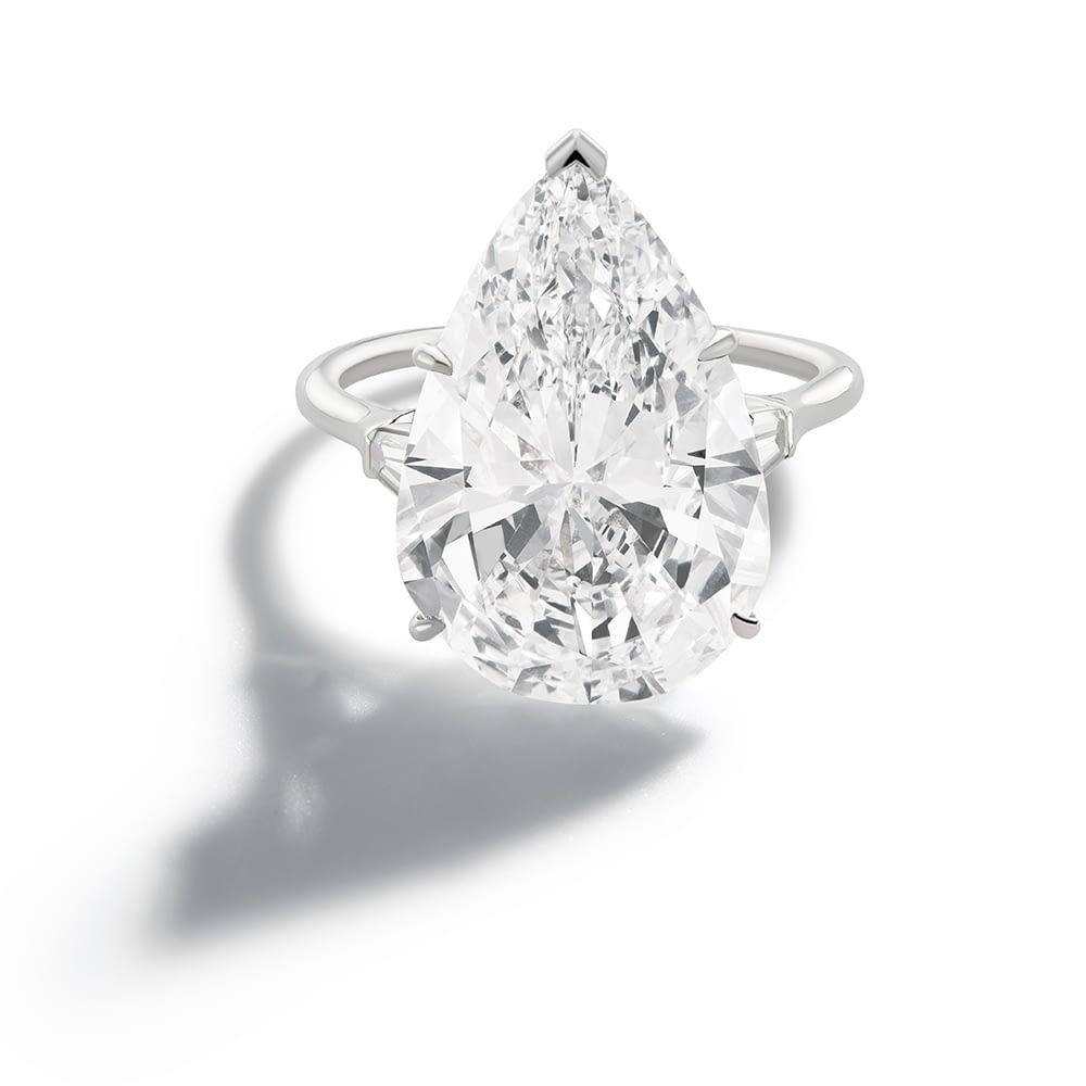 Handmade jewelry vintage Harry Winston diamond ring, 13.9 carat
