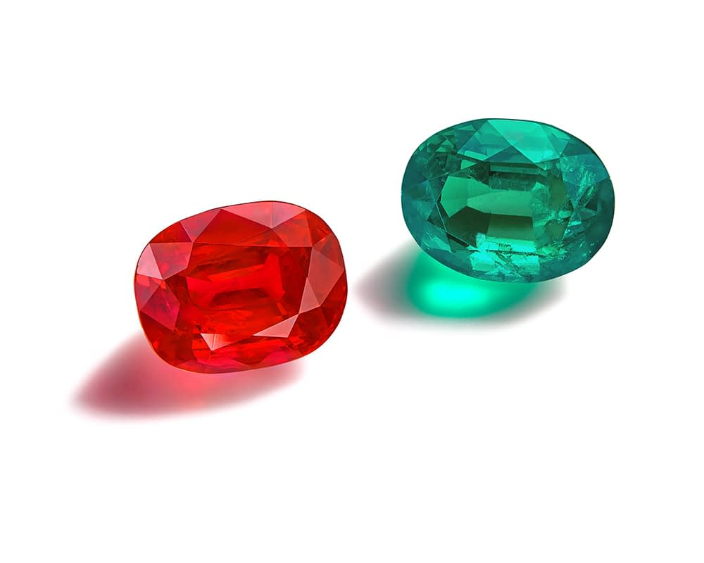 Haute joaillerie collection Pigeon blood Burmese ruby 5.65 carats. Untreated Colombian emerald 4.10 carats