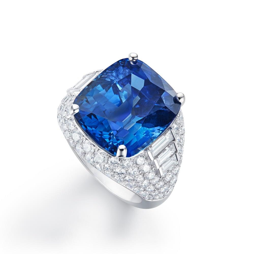 Jewelry dealer in London Bulgari sapphire ring, 21.14 carat